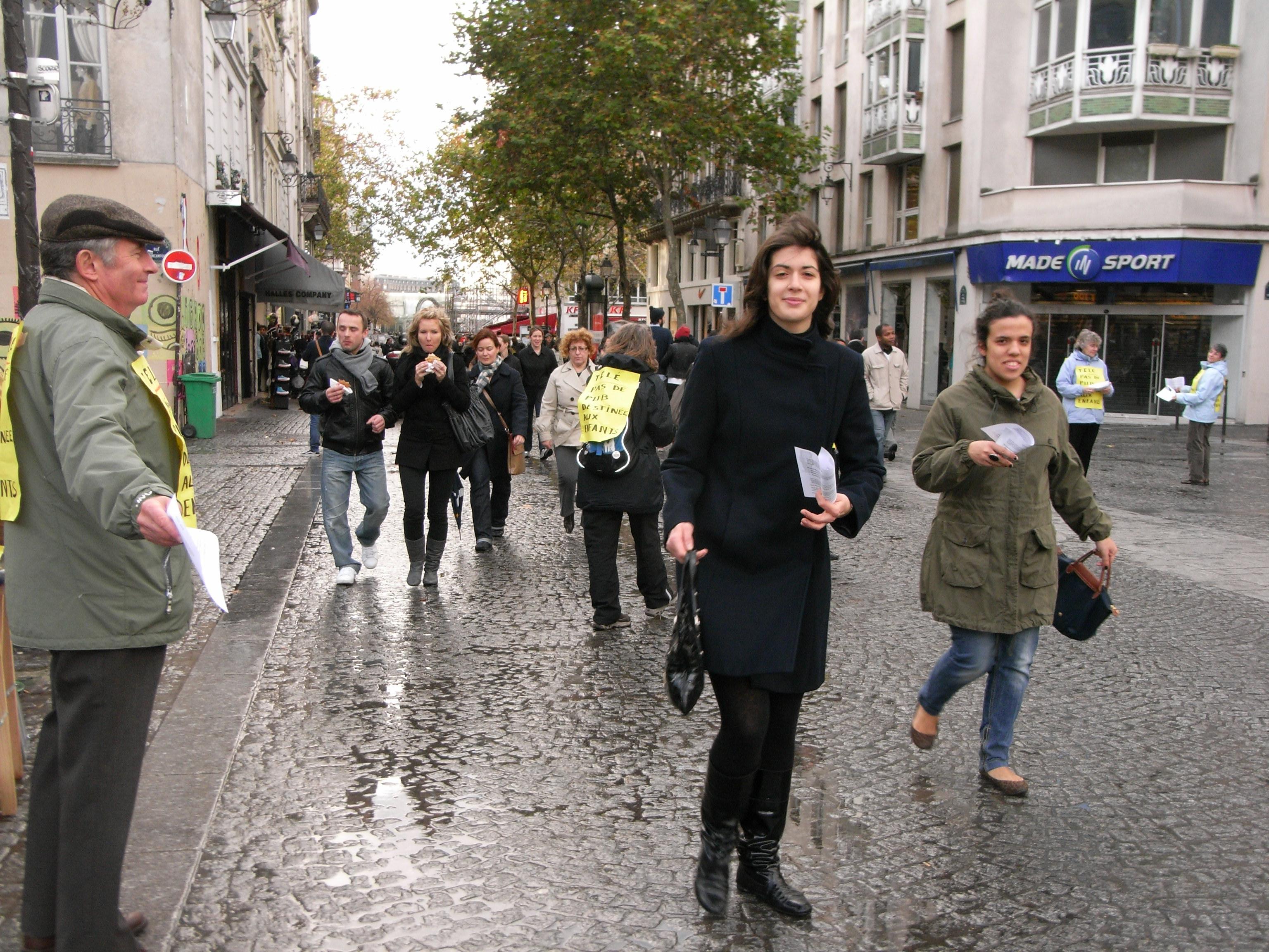 22/11/09 Heure de Silence devant Beaubourg - Télé, pas de pub
