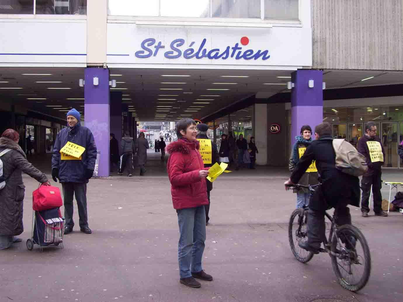 7af052045f2 14/03/2009, Nancy, Heure de Silence - Télé, pas de pub destinée aux ...
